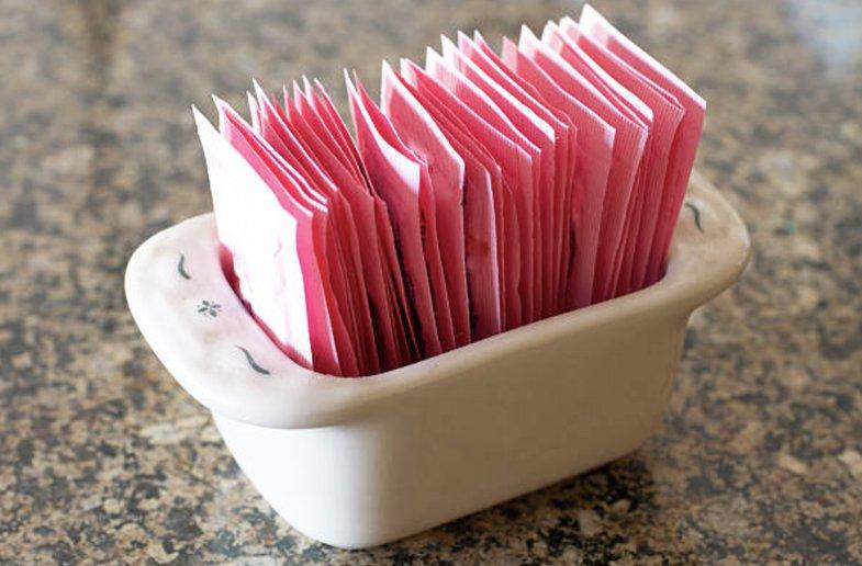 Saccharin sweetener packets